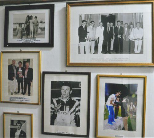 Η φωτογραφική συλλογή περιλαμβάνει τόσο παλαιότερους, όσο και νεότερους αθλητές.